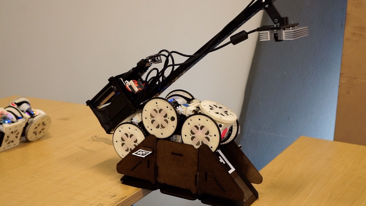 Simple Robots Perform Complex Tasks With Environmental Modifications - MzA2NjI4MQ